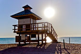 Lifeguard hut in Sunny Isles Beach, Florida — Foto Stock