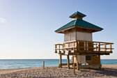 Lifeguard hut in Sunny Isles Beach, Florida — Stockfoto
