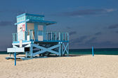 Lifeguard hut on Haulover Park Beach in Florida — Stock Photo