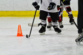 Youth ice hockey team at practice — Stock Photo