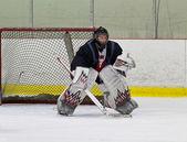 Portero de hockey listo para hacer un save — Foto de Stock