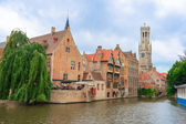 Casas de ladrillo y canales de Brujas en Bélgica Flandes — Foto de Stock