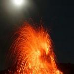 Vulkanausbruch große Eruption am Stromboli — Stock Photo #30347733