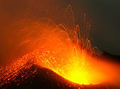 Active volcano in eruption — Stock Photo