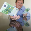 Giving 100 Euro — Stockfoto