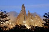 Torres del paine con el sol poniente — Foto de Stock