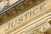 Fachada del palacio de justicia francés — Foto de Stock