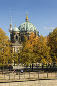 Enjoying end of season in Lustgarden facing the Berliner — Stock Photo