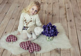 A little girl sitting on the floor. — Stock Photo