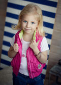 Portrait of a little girl-fashionista. — Stock Photo