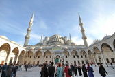 Tourists in the courtyard of Sultanahmet Mosque on December 08, 2012 in Istanbul, Turkey. — Stock Photo
