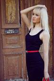 Mulher sexy vestido preto — Fotografia Stock