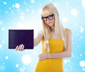 Woman showing tablet computer screen smiling wearing glasses. Sn — Stock Photo