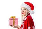 ギフト用の箱の赤い帽子の美しいブロンドの女性 — ストック写真