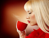 Beautiful blonde woman drinking coffee — Stock Photo