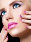 Beautiful blonde girl with pink lips and nails — Stock Photo