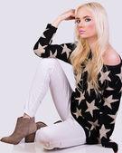 Beautiful fashionable girl in sweater — Stock Photo