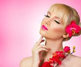 Beautiful blonde model with flower — Foto Stock