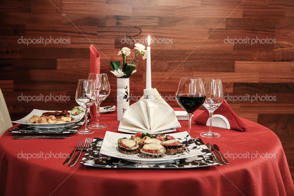 R glage de la belle table au restaurant gastronomique - Table de restaurant ...
