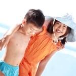 Kids having fun in the beach — Stock Photo