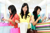 Happy shopping woman — 图库照片