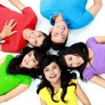 felice gruppo di amici sorridenti — Foto Stock