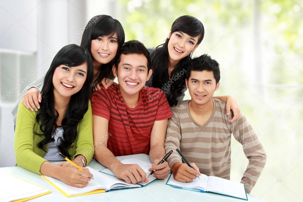 Group of students smiling and looking at camera in a classroom — Stock Photo #14498967