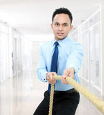 Man pulling a rope — Stock Photo