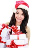 Kvinna i santa hatt hålla julklappar — Stockfoto