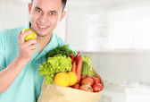Man with groceries — Stock Photo