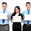 Business team holding blank paper — Stockfoto