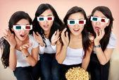Grupa kobieta oglądając film — Zdjęcie stockowe