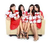 女子组与许多礼品盒 — 图库照片