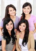 Grupp lycklig ung kvinna — Stockfoto