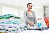 Planchar ropa de mujer — Foto de Stock