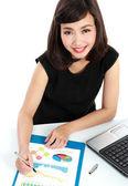 Podnikání žena pracující na stole — Stock fotografie