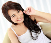 Beauty young girl smiling to the camera — Stock Photo