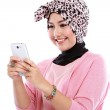 Portrait of a smiling beautiful muslim woman texting with her sm — Stock Photo