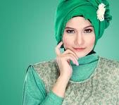 Portrait of beautiful woman wearing hijab — Stockfoto