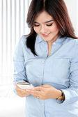 Beautiful asian businesswoman using smartphone — Stock Photo
