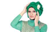 Fashion portrait of young beautiful muslim woman with green cost — Stockfoto
