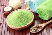 Zelené moře lázeňské soli — Stock fotografie