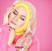 Portrait de la belle femme portant le hijab — Photo