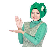 Young moslem woman presenting — ストック写真