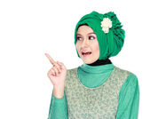 Young moslem woman pointing — Stok fotoğraf