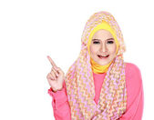 Young moslem woman pointing — 图库照片