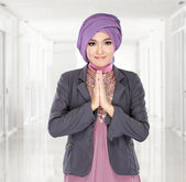 Beautiful welcoming girl wearing hijab smiling — Stock Photo
