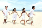 Friends Enjoying Beach Together — Stock Photo