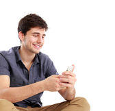 Young male smiling using mobile phone — Zdjęcie stockowe