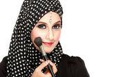 Woman in scarf applying blush on — Stock Photo